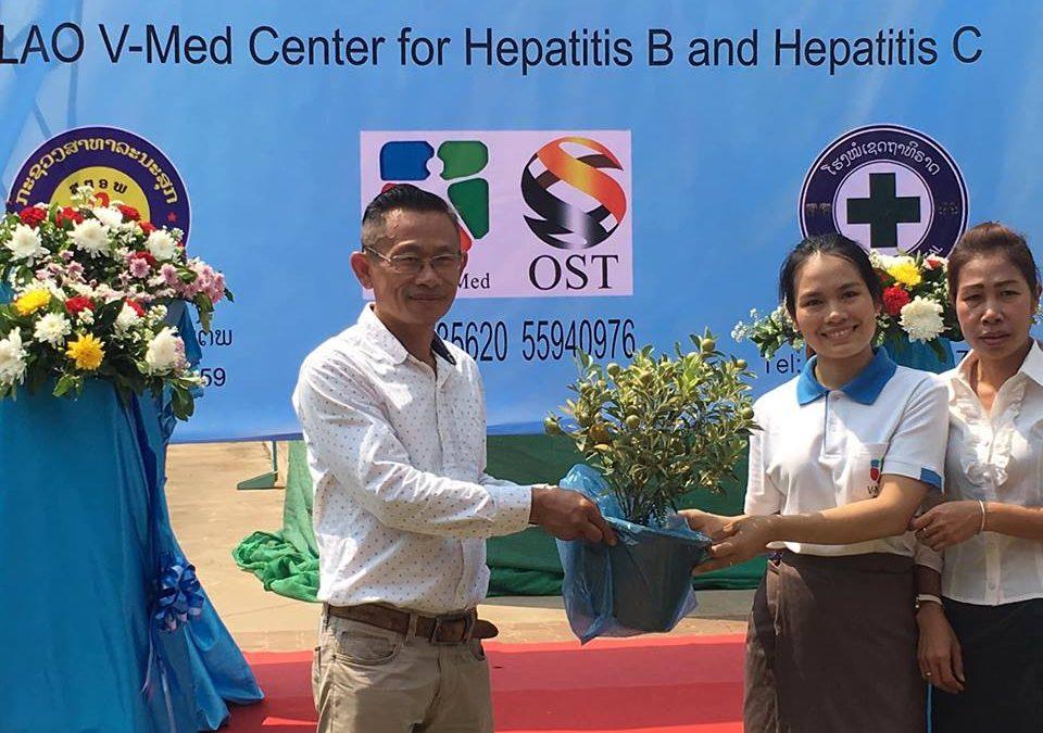 ປະທ່ານສະມາຄົມ ສະແດງຄວາມຍີນດີ ມູນິທິ Aid care China